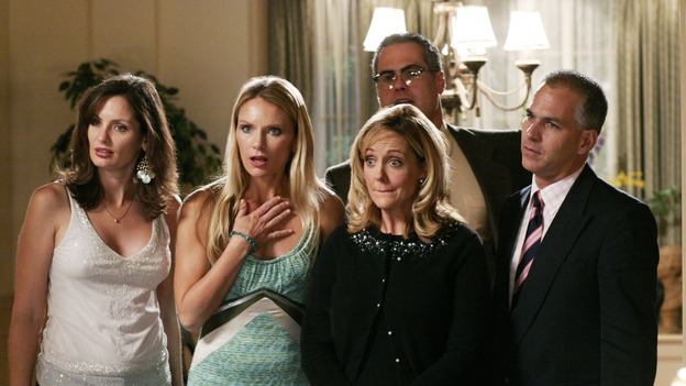 DESPERATE HOUSEWIVES - &quot;That's Good, That's Bad&quot; - Lynette takes charge of office politics, Gabrielle is jealous of Carlos' new 'holier-than-thou' confidante, and Betty tries to help Caleb, on &quot;Desperate Housewives,&quot; SUNDAY, NOVEMBER 27 (9:00-10:01 p.m., ET) on the ABC Television Network. (ABC/RON TOM)EXTRAS
