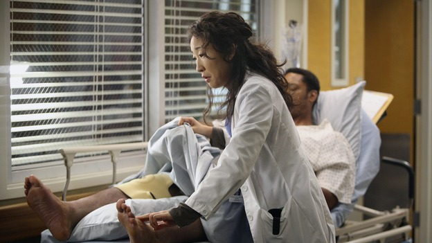 "GREY'S ANATOMY - ""Great Expectations"" - While rumors of the Chief's departure spread among the hospital staff, Bailey proposes the creation of a free clinic, and a Seattle Grace doctor receives a proposal of a different sort, on ""Grey's Anatomy,"" THURSDAY, JANUARY 25 (9:00-10:01 p.m., ET) on the ABC Television Network. (ABC/DANNY FELD)SANDRA OH, JOE HOLT"