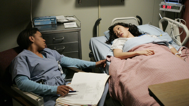 "102541_5681 -- GREY'S ANATOMY - ""MAKE ME LOSE CONTROL"" (ABC/CRAIG SJODIN)CHANDRA WILSON, SANDRA OH"