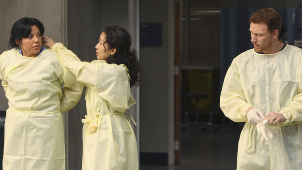 "GREY'S ANATOMY - ""These Ties That Bind"" - Callie, Cristina and Owen get ready for a new trauma patient, on ""Grey's Anatomy,"" THURSDAY, NOVEMBER 13 (9:00-10:01 p.m., ET) on the ABC Television Network. (ABC/CRAIG SJODIN) SARA RAMIREZ, SANDRA OH, KEVIN MCKIDD"