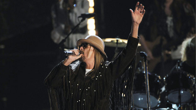 "THE 44TH ANNUAL CMA AWARDS - THEATRE - ""The 44th Annual CMA Awards"" were broadcast live from the Bridgestone Arena in Nashville, WEDNESDAY, NOVEMBER 10 (8:00-11:00 p.m., ET) on the ABC Television Network. (ABC/KATHERINE BOMBOY)KID ROCK"