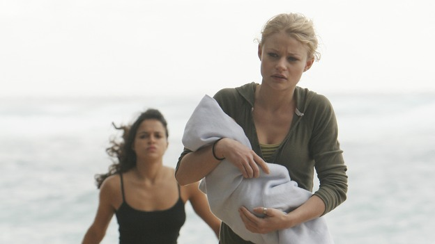 "LOST - ""The Long Con"" - (ABC/MARIO PEREZ)MICHELLE RODRIGUEZ, EMILIE DE RAVIN"
