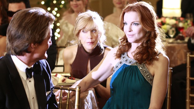 "DESPERATE HOUSEWIVES - ""In Buddy's Eyes"" - Bree gets honored at the Founders Day Ball, on Desperate Housewives,"" SUNDAY, APRIL 20 (9:00-10:02 p.m., ET) on the ABC Television Network. (ABC/RON TOM) KYLE MACLACHLAN, FELICITY HUFFMAN, MARCIA CROSS, (BACKGROUND) ANDREA BOWEN, LYNDSY FONSECA"