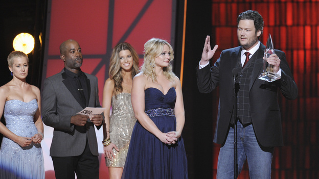 "THE 46TH ANNUAL CMA AWARDS - THEATRE - ""The 46th Annual CMA Awards"" airs live THURSDAY, NOVEMBER 1 (8:00-11:00 p.m., ET) on ABC live from the Bridgestone Arena in Nashville, Tennessee. (ABC/KATHERINE BOMBOY-THORNTON)KELLIE PICKLER, DARIUS RUCKER, MIRANDA LAMBERT, BLAKE SHELTON"