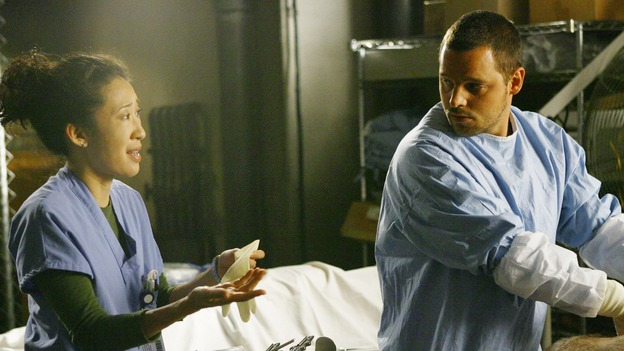 "GREY'S ANATOMY - ""Rise Up"" - Alex and Cristina practice on cadavers that Lexie found, on ""Grey's Anatomy,"" THURSDAY, NOVEMBER 6 (9:00-10:01 p.m., ET) on the ABC Television Network. (ABC/SCOTT GARFIELD) SANDRA OH, JUSTIN CHAMBERS"