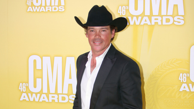 "THE 46TH ANNUAL CMA AWARDS - RED CARPET ARRIVALS - ""The 46th Annual CMA Awards"" airs live THURSDAY, NOVEMBER 1 (8:00-11:00 p.m., ET) on ABC live from the Bridgestone Arena in Nashville, Tennessee. (ABC/SARA KAUSS)CLAY WALKER"