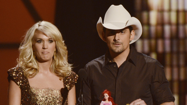 "THE 45th ANNUAL CMA AWARDS - THEATRE - ""The 45th Annual CMA Awards"" broadcast live on ABC from the Bridgestone Arena in Nashville on WEDNESDAY, NOVEMBER 9 (8:00-11:00 p.m., ET). (ABC/KATHERINE BOMBOY-THORNTON)CARRIE UNDERWOOD, BRAD PAISLEY"