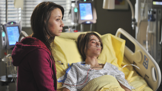 "GREY'S ANATOMY - ""Suddenly"" - A severe car crash involving an entire family results in an all-hands-on situation in the ER, as the eldest daughter is left to make the toughest decision of her life. Meanwhile Teddy, still in the dark about Henry's death, calls upon Cristina to help with her patient in the O.R., and Lexie finds herself working alongside Mark's new girlfriend, Julia, during an eye surgery on Grey's Anatomy, THURSDAY, JANUARY 5 (9:00-10:02 p.m., ET) on the ABC Television Network. (ABC/RICHARD FOREMAN)STELLA MAEVE, BRIDGER ZADINA"