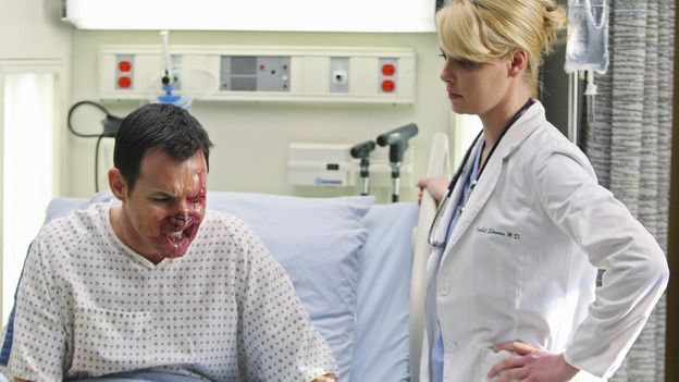 "GREY'S ANATOMY - ""Stand By Me"" - Izzie treats Mark Sloan's face transplant candidate, a patient that other SGH doctors have nicknamed ""Blowhole,"" on ""Grey's Anatomy,"" THURSDAY, MARCH 19 (9:00-10:02 p.m., ET) on the ABC Television Network. (ABC/CRAIG SJODIN) LARRY SULLIVAN, KATHERINE HEIGL"