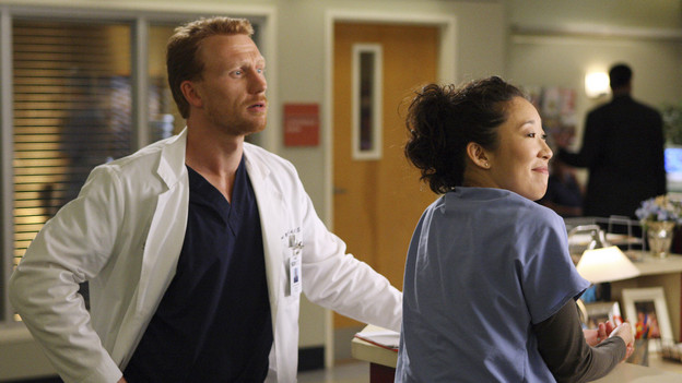 GREY'S ANATOMY - &quot;I Always Feel Like Somebody's Watchin' Me&quot; - Several weeks after her near-death experience, a recovering Izzie returns to work. Meanwhile, nervous that there will be layoffs in the hospital in the wake of an announcement from the Chief, the Seattle Grace residents compete to survive the cuts, including Cristina, who attempts to work alongside Arizona in pediatrics. And Bailey and Alex's patient's already complex case is further complicated by her schizophrenic son, on &quot;Grey's Anatomy,&quot; THURSDAY, OCTOBER 1 (9:00-10:01 p.m., ET) on the ABC Television Network. (ABC/CRAIG SJODIN)KEVIN MCKIDD, SANDRA OH