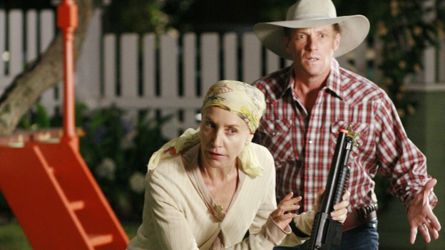 "DESPERATE HOUSEWIVES - ""Now I Know, Don't Be Scared"" - Edie Britt's biggest fear comes true when Carlos walks out on their relationship, Susan finds Mike's father -- who was supposedly dead -- and an unexpected delivery at a Halloween party surprises the neighborhood, on Desperate Housewives,"" SUNDAY, NOVEMBER 4 (9:00-10:01 p.m., ET) on the ABC Television Network.  (ABC/RON TOM) FELICITY HUFFMAN, DOUG SAVANT"