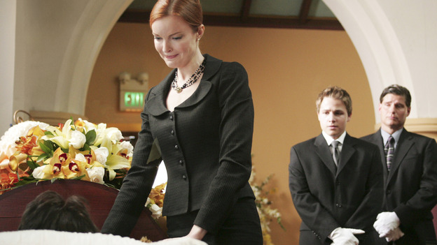 "DESPERATE HOUSEWIVES ""Next"" - Bree looks pleased with her windsor knot, while Andre looks on in shock. - (ABC/VIVIAN ZINK) MARCIA CROSS, SHAWN PYFROM"