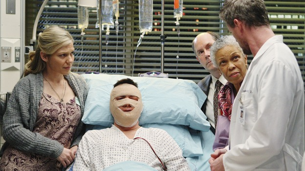 "GREY'S ANATOMY - ""Stand By Me"" - Dave is surrounded by his friends as Mark explains his status following his face transplant procedure, on ""Grey's Anatomy,"" THURSDAY, MARCH 19 (9:00-10:02 p.m., ET) on the ABC Television Network. (ABC/CRAIG SJODIN) CANDACE BROWN, LARRY SULLIVAN, MICHAEL MERTON, GRETA SESHETA, ERIC DANE, CHYLER LEIGH"