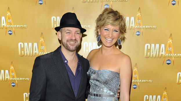 "THE 44TH ANNUAL CMA AWARDS - RED CARPET ARRIVALS - ""The 44th Annual CMA Awards"" will be broadcast live from the Bridgestone Arena in Nashville, WEDNESDAY, NOVEMBER 10 (8:00-11:00 p.m., ET) on the ABC Television Network. (ABC/ANDREW WALKER)SUGARLAND"