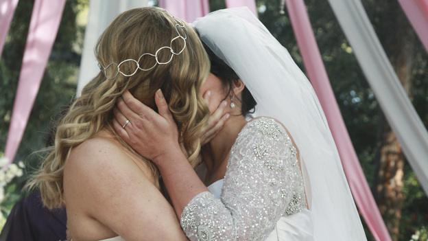 GREY'S ANATOMY - &quot;White Wedding&quot; - As Callie and Arizona's wedding approaches, the couple quickly realize that the day they've been looking forward to is not turning out the way they'd envisioned. Meanwhile Alex continues to make the other residents jealous as he appears to be the top contender for Chief Resident, Meredith and Derek make a decision that will change their lives forever, and Dr. Perkins presents Teddy with a very tempting proposition, on Grey's Anatomy,&quot; THURSDAY, MAY 5 (9:00-10:01 p.m., ET) on the ABC Television Network. (ABC/RICHARD CARTWRIGHT)JESSICA CAPSHAW, SARA RAMIREZ