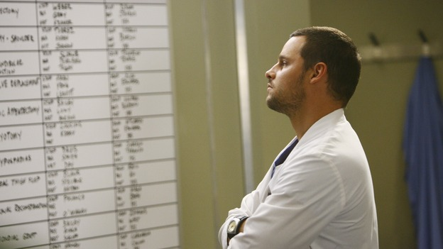 "GREY'S ANATOMY - ""Rise Up"" - Alex checks the board, on ""Grey's Anatomy,"" THURSDAY, NOVEMBER 6 (9:00-10:01 p.m., ET) on the ABC Television Network. (ABC/SCOTT GARFIELD) JUSTIN CHAMBERS"