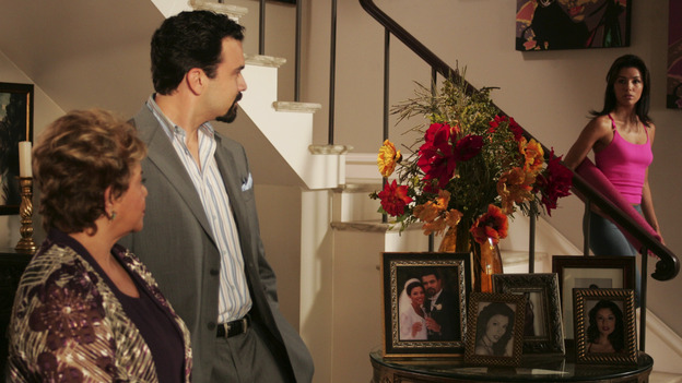 "DESPERATE HOUSEWIVES - ""COME IN, STRANGER"" (ABC/VIVIAN ZINK) LUPE ONTIVEROS, RICARDO ANTONIO CHAVIRA, EVA LONGORIA"