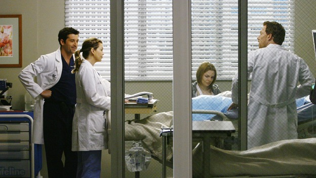 "GREY'S ANATOMY - ""Now or Never"" - Drs. Derek Shepherd, Meredith Grey and Owen Hunt discuss patient ""John Doe"" in front of their other patient, Amanda, on ""Grey's Anatomy,"" THURSDAY, MAY 14 (9:00-11:00 p.m., ET) on the ABC Television Network. PATRICK DEMPSEY, ELLEN POMPEO, SHANNON LUCIO, KEVIN MCKIDD"