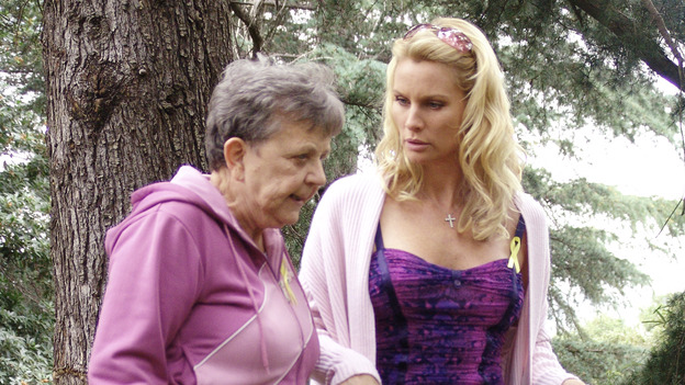 "DESPERATE HOUSEWIVES - ""Move On"" - Edie organizes a neighborhood search for the missing Mrs. Huber, just as the absent busybody's sister (guest star Harriet Sansom Harris) arrives on Wisteria Lane. Meanwhile, Bree resigns herself to her marital state and asks an attractive pharmacist (Tony Award-winning actor Roger Bart) on a date; Susan's ex, Karl (guest star Richard Burgi), suddenly reappears in her life; Lynette fears that Tom is attracted to the new nanny (guest star Marla Sokoloff); and Gabrielle sinks to new depths - she gets a job -- on ""Desperate Housewives,"" SUNDAY, JANUARY 9 (9:00-10:00 p.m., ET), on the ABC Television Network. (ABC/DANNY FELD)PAT CRAWFORD BROWN, NICOLLETTE SHERIDAN"