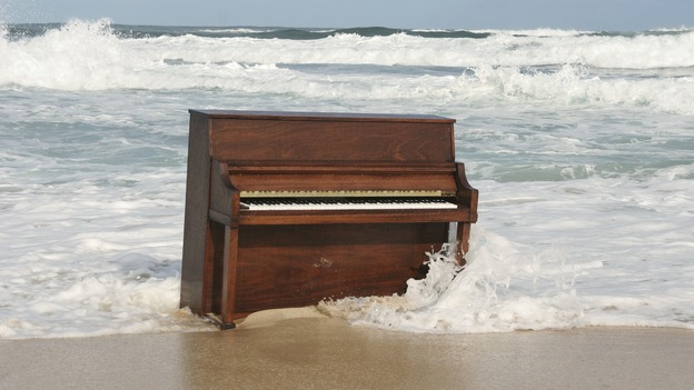 "LOST - ""Fire & Water"" (ABC/MARIO PEREZ)PIANO ON THE BEACH"
