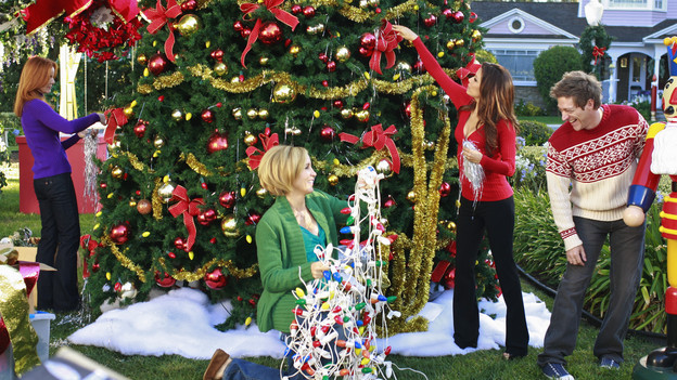 "DESPERATE HOUSEWIVES - ""Boom Crunch"" - Christmas cheer is curtailed when disaster strikes on ABC's ""Desperate Housewives,"" SUNDAY, DECEMBER 6 (9:00-10:01 p.m., ET). Gaby and Lynette's friendship is on the brink of collapse; Susan hatches a plan to help an irrational Katherine; Bree and Orson come to an agreement over their marriage; Danny's vital mistake may cost Angie her freedom; and a plane crashes down on Wisteria Lane, putting lives in peril. (ABC/RON TOM)MARCIA CROSS, FELICITY HUFFMAN, EVA LONGORIA PARKER, KEVIN RAHM"