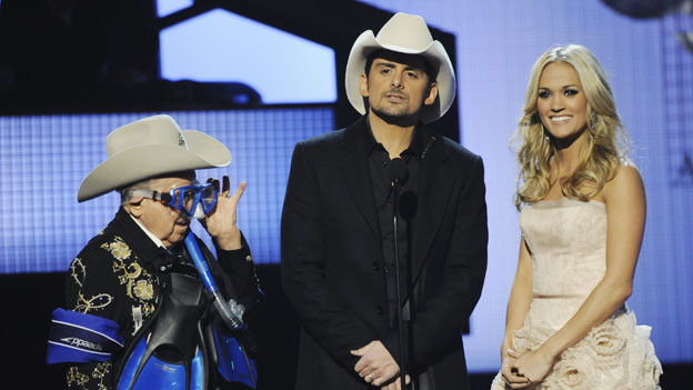 "THE 44TH ANNUAL CMA AWARDS - THEATRE - ""The 44th Annual CMA Awards"" were broadcast live from the Bridgestone Arena in Nashville, WEDNESDAY, NOVEMBER 10 (8:00-11:00 p.m., ET) on the ABC Television Network. (ABC/KATHERINE BOMBOY)LITTLE JIMMY DICKENS, BRAD PAISLEY, CARRIE UNDERWOOD"