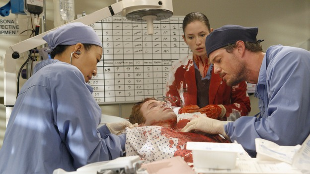 "GREY'S ANATOMY - ""Crash Into Me, -- Part Two"" - In the stunning conclusion of a two-part episode, Meredith furiously works to save the life of a paramedic trapped inside an ambulance, as her sister, Lexie, holds the life of a patient in her hands; Derek must rely on the help of a nurse to save a patient's life, as Bailey struggles to balance her personal life with her work, on ""Grey's Anatomy,"" THURSDAY, DECEMBER 6 (9:00-10:02 p.m., ET) on the ABC Television Network.  (ABC/VIVIAN ZINK)SANDRA OH, SETH GREEN, CHYLER LEIGH, ERIC DANE"