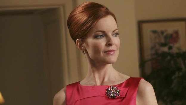 "DESPERATE HOUSEWIVES - ""Move On"" - Edie organizes a neighborhood search for the missing Mrs. Huber, just as the absent busybody's sister (guest star Harriet Sansom Harris) arrives on Wisteria Lane. Meanwhile, Bree resigns herself to her marital state and asks an attractive pharmacist (Tony Award-winning actor Roger Bart) on a date; Susan's ex, Karl (guest star Richard Burgi), suddenly reappears in her life; Lynette fears that Tom is attracted to the new nanny (guest star Marla Sokoloff); and Gabrielle sinks to new depths - she gets a job -- on ""Desperate Housewives,"" SUNDAY, JANUARY 9 (9:00-10:00 p.m., ET), on the ABC Television Network. (ABC/DANNY FELD)MARCIA CROSS"