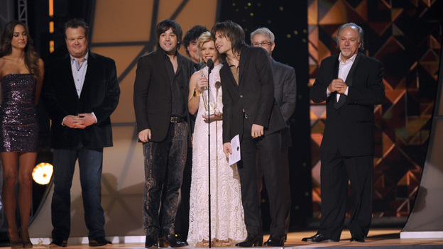 "THE 45th ANNUAL CMA AWARDS - THEATRE - ""The 45th Annual CMA Awards"" broadcast live on ABC from the Bridgestone Arena in Nashville on WEDNESDAY, NOVEMBER 9 (8:00-11:00 p.m., ET). (ABC/KATHERINE BOMBOY-THORNTON)ERIC STONESTREET, THE BAND PERRY"