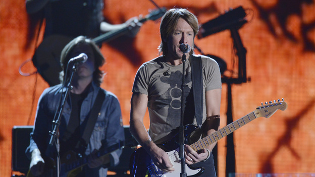 "THE 46TH ANNUAL CMA AWARDS - THEATRE - ""The 46th Annual CMA Awards"" airs live THURSDAY, NOVEMBER 1 (8:00-11:00 p.m., ET) on ABC live from the Bridgestone Arena in Nashville, Tennessee. (ABC/KATHERINE BOMBOY-THORNTON)KEITH URBAN"