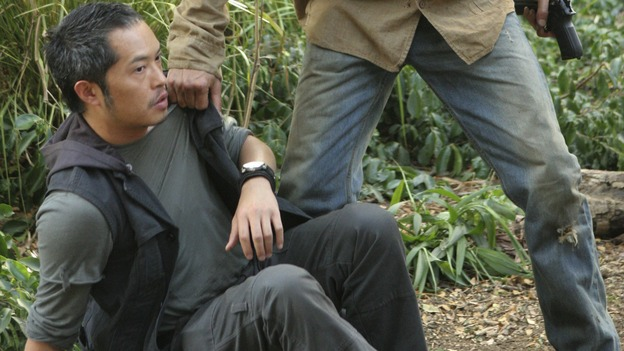 LOST - &quot;Something Nice Back Home&quot; (ABC/MARIO PEREZ) KEN LEUNG, JOSH HOLLOWAY