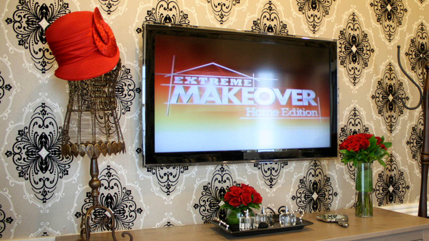 "EXTREME MAKEOVER HOME EDITION - ""Walker Family,"" - Accessory Picture, on ""Extreme Makeover Home Edition,"" Friday, December 2nd (8:00-10:00 p.m. ET/PT) on the ABC Television Network."