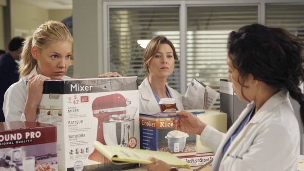 "GREY'S ANATOMY - ""Love/Addiction"" - The residents and interns treat the victims of a massive explosion at an apartment building, while Alex investigates the cause of the accident, Mama Burke returns to collect her son's things just as Cristina trades her wedding presents in exchange for surgeries, Lexie tries to have a heart-to-heart with an unwilling Meredith, and while Callie is overwhelmed with her duties as Chief Resident, Bailey searches for an outlet for her pent-up leadership skills, on ""Grey's Anatomy,"" THURSDAY, OCTOBER 4 (9:00-10:01 p.m., ET) on the ABC Television Network. (ABC/MICHAEL DESMOND)KATHERINE HEIGL, ELLEN POMPEO, SANDRA OH"