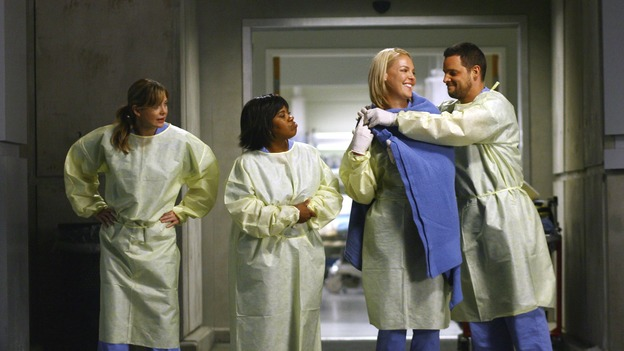 "GREY'S ANATOMY - ""Dream a Little Dream of Me"" - A rare bit of gentlemanly behavior from Alex, on ""Grey's Anatomy,"" THURSDAY, SEPTEMBER 25 (9:00-11:00 p.m., ET) on the ABC Television Network. (ABC/SCOTT GARFIELD) ELLEN POMPEO, CHANDRA WILSON, KATHERINE HEIGL, JUSTIN CHAMBERS"