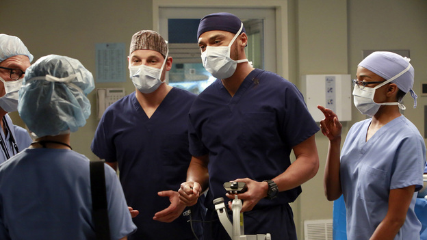 "GREY'S ANATOMY - ""The Face of Change"" - Competition heats up as several of the doctors fight to become the new face of Seattle Grace; April brings in an emergency case, and Jackson and Alex work with a transgender teen couple. Meanwhile, the hospital implements new policies which test the patience of the staff, on ""Grey's Anatomy,"" THURSDAY, FEBURARY 7 (9:00-10:02 p.m., ET) on the ABC Television Network. (ABC/RON TOM)JUSTIN CHAMBERS, JESSE WILLIAMS, JERRIKA HINTON"