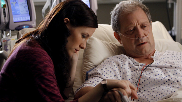 "GREY'S ANATOMY - ""Tainted Obligation"" - When Meredith and Lexie's father, Thatcher, returns to the hospital with a failed liver, it's up to Meredith to save his life. Meanwhile, Izzie empathizes with a patient riddled with tumors, as Mark, annoyed with Cristina's competitive zeal, tricks her into assisting on an unusual surgery, on ""Grey's Anatomy,"" THURSDAY, OCTOBER 8 (9:00-10:01 p.m., ET) on the ABC Television Network. (ABC/MICHAEL DESMOND) CHYLER LEIGH, JEFF PERRY"
