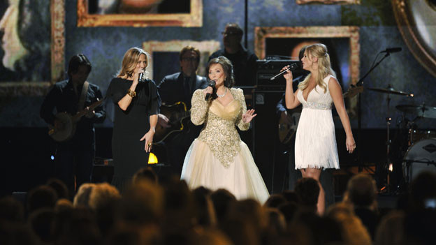 "THE 44TH ANNUAL CMA AWARDS - THEATRE - ""The 44th Annual CMA Awards"" were broadcast live from the Bridgestone Arena in Nashville, WEDNESDAY, NOVEMBER 10 (8:00-11:00 p.m., ET) on the ABC Television Network. (ABC/KATHERINE BOMBOY)SHERYL CROW, LORETTA LYNN, MIRANDA LAMBERT"