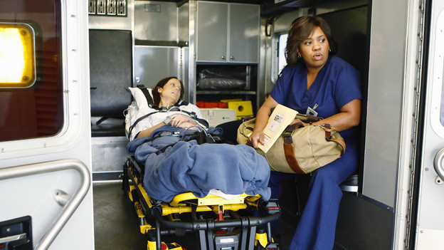 "PRIVATE PRACTICE - ""Right Here, Right Now"" - Miranda Bailey brings a kidney transplant patient to Los Angeles, and Addison isn't the only Oceanside Wellness doctor pleased to see her. Meanwhile the consequences of Addison's emotional affair with Noah catch up with her, and Sheldon and Pete finally discover who the father of Violet's baby is, on ""Private Practice,"" THURSDAY, OCTOBER 15 (10:01-11:00 p.m., ET) on the ABC Television Network. (ABC/MICHAEL DESMOND)ALEXIE GILMORE, CHANDRA WILSON"