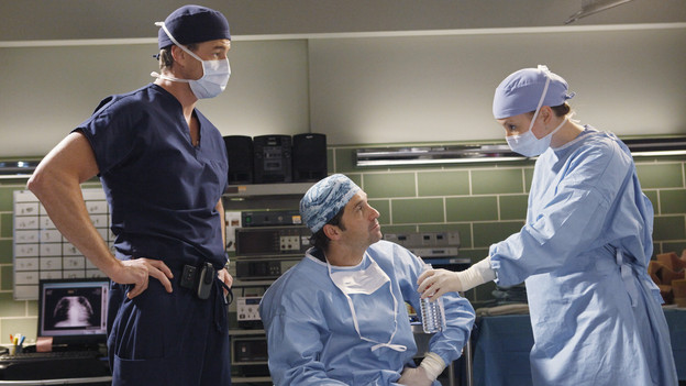 "GREY'S ANATOMY - ""Give Peace a Chance"" - When Isaac, the hospital lab tech, has an inoperable tumor wrapped around his spine, he turns to Dr. Derek Shepherd to do the impossible, and Derek tests the Chief's authority when Richard objects to moving forward with the risky surgery, on ""Grey's Anatomy,"" THURSDAY, OCTOBER 29 (9:00-10:01 p.m., ET) on the ABC Television Network. (ABC/KAREN NEAL) ERIC DANE, PATRICK DEMPSEY, CHYLER LEIGH"