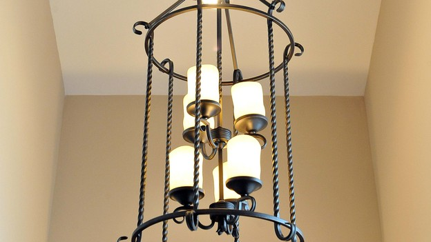 EXTREME MAKEOVER HOME EDITION - Lighting Photo, &quot;Harris Family,&quot; on &quot;Extreme Makeover Home Edition,&quot; Monday, December 10th (8:00-10:00 p.m. ET/PT) on the ABC Television Network.