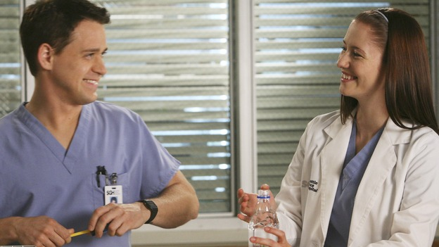 "GREY'S ANATOMY - ""Here Comes the Flood"" - Lexie flirst with and helps him George prepare for his residency exam, on ""Grey's Anatomy,"" THURSDAY, OCTOBER 9 (9:00-10:01 p.m., ET) on the ABC Television Network. (ABC/DANNY FELD) T.R. KNIGHT, CHYLER LEIGH"
