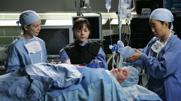 GREY'S ANATOMY - &quot;It's the End of the World (As We Know It)&quot; (ABC/PETER &quot;HOPPER&quot; STONE)ELLEN POMPEO, CHRISTINA RICCI, SANDRA OH