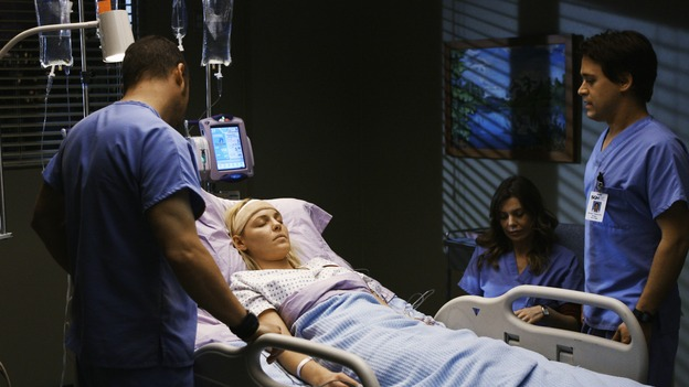 "GREY'S ANATOMY - ""Elevator Love Letter"" - Alex, George and Meredith check on Izzie following her brain surgery, on ""Grey's Anatomy,"" THURSDAY, MARCH 26 (9:00-10:02 p.m., ET) on the ABC Television Network. (ABC/SCOTT GARFIELD) JUSTIN CHAMBERS, KATHERINE HEIGL, ELLEN POMPEO, T.R. KNIGHT"