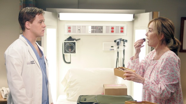 "GREY'S ANATOMY - ""I Am a Tree"" - Cristina meets Burke's parents -- and in the most awkward of circumstances -- the interns campaign for Izzie's reinstatement to the surgical intern program, Addison takes a break from her hospital duties, and a surgical patient lives what may be her last day to the fullest, on ""Grey's Anatomy,"" THURSDAY, SEPTEMBER 28 (9:00-10:01 p.m., ET) on the ABC Television Network. (ABC/VIVIAN ZINK)T.R. KNIGHT, ROXANNE HART"