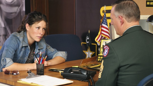 "LOST - ""What Kate Did"" (ABC/MARIO PEREZ) EVANGELINE LILLY, LINDSEY GINTER"
