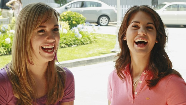 "DESPERATE HOUSEWIVES - ""Now You Know"" - Julie and her childhood friend Dylan share a laugh."