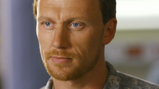 "GREY'S ANATOMY - ""Dream a Little Dream of Me"" - Major Owen Hunt, on ""Grey's Anatomy,"" THURSDAY, SEPTEMBER 25 (9:00-11:00 p.m., ET) on the ABC Television Network. (ABC/SCOTT GARFIELD) KEVIN McKIDD"